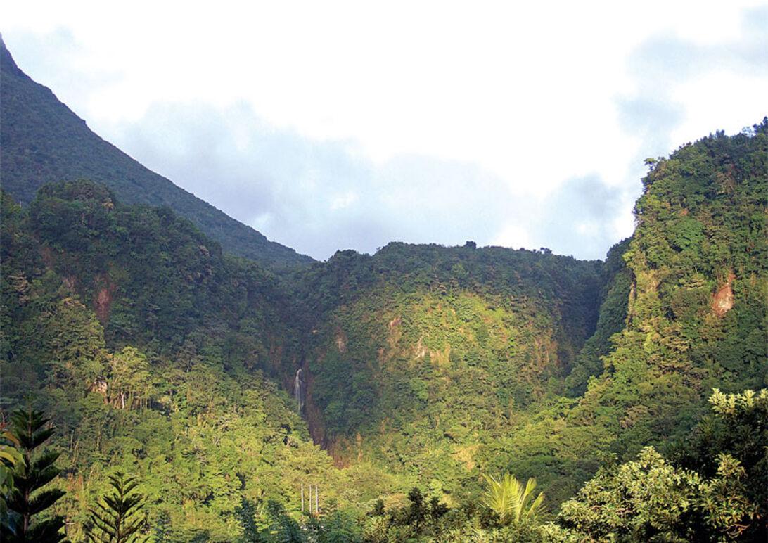 Dominica  – orört och okänt