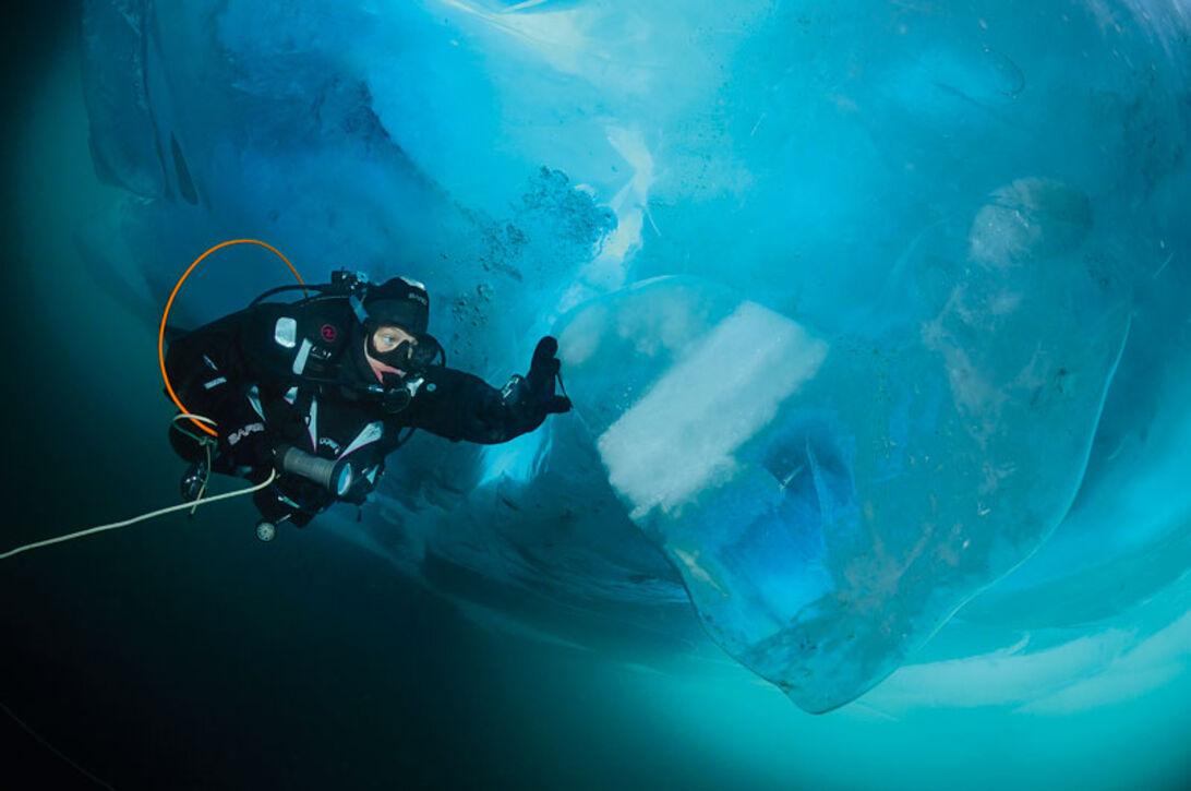 Isdykning i Bajkalsjön – Vodka, sauna och kalla bad