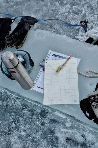 Isdykning – Vinterns stora upplevelse eller bara kallt och mörkt?